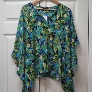 Status by Chenault Tropical Flowy Top